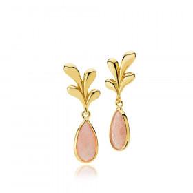 Embrace øreringe i guld med en pink månesten fra Izabel Camille.